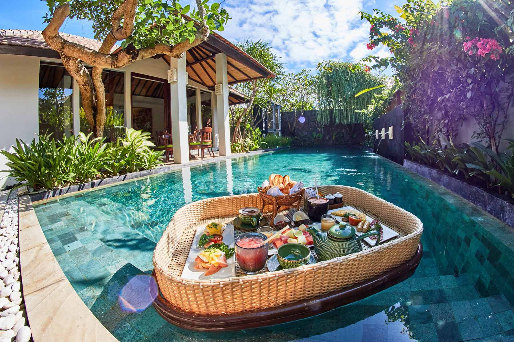 Cabina Floating Breakfast