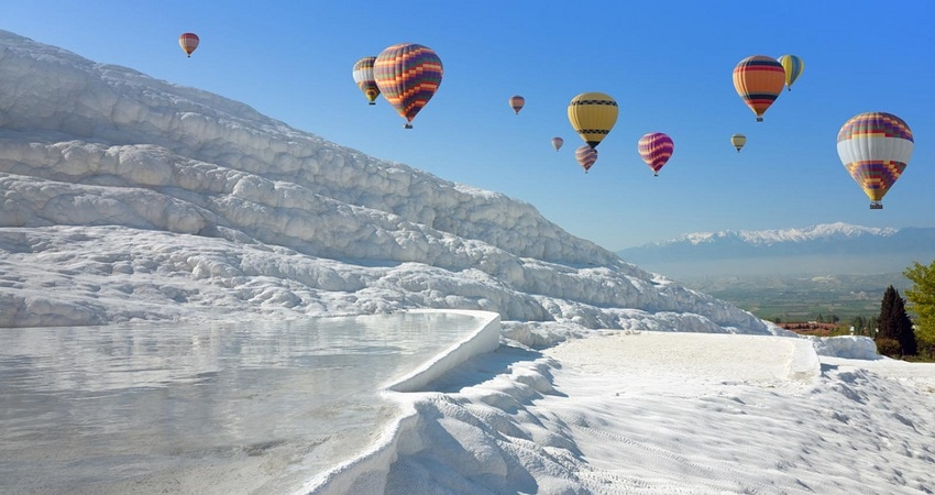 5 Reasons to fly in a hot air balloon in Pamukkale